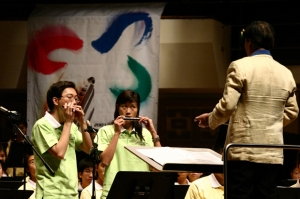 Lung and Sharon performed at Opening Ceremony at the 1st HK Harmonica Festival 2003