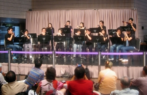 Performed at HK Cultural Centre Foyer in 2006