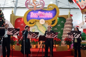 X'mas performance at Kai Tin Shopping Centre in 2007